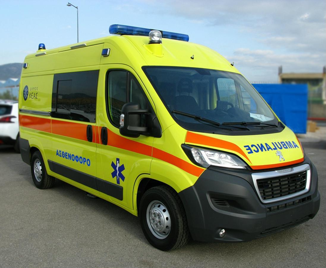 Παραλαβή του νέου ασθενοφόρου οχήματος του Δήμου Κέας