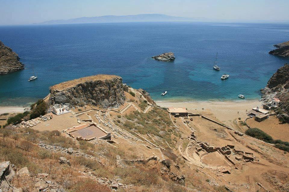 Μια Γιορτή για την Καρθαία «Ο Σταύρος Ξαρχάκος στο αρχαίο θέατρο»